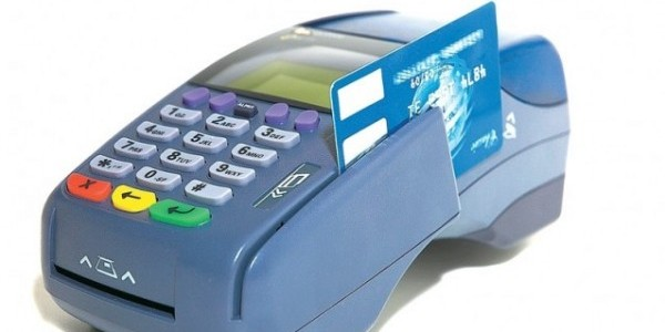 Esteso l'obbligo di accettare i pagamenti tramite POS alle carte di credito e debito. Il limite scende anche sotto i 30 euro.