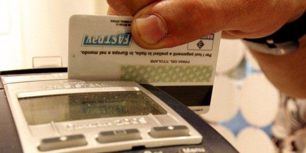 Prezzi online più trasparenti, Antitrust sanziona gli extra per pagamenti con carte credito